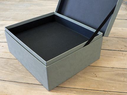 Shoulder box with hinged lid and ribbon stay