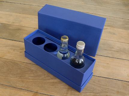 Shoulder box with a deep lid allows for the bottles to stand tall
